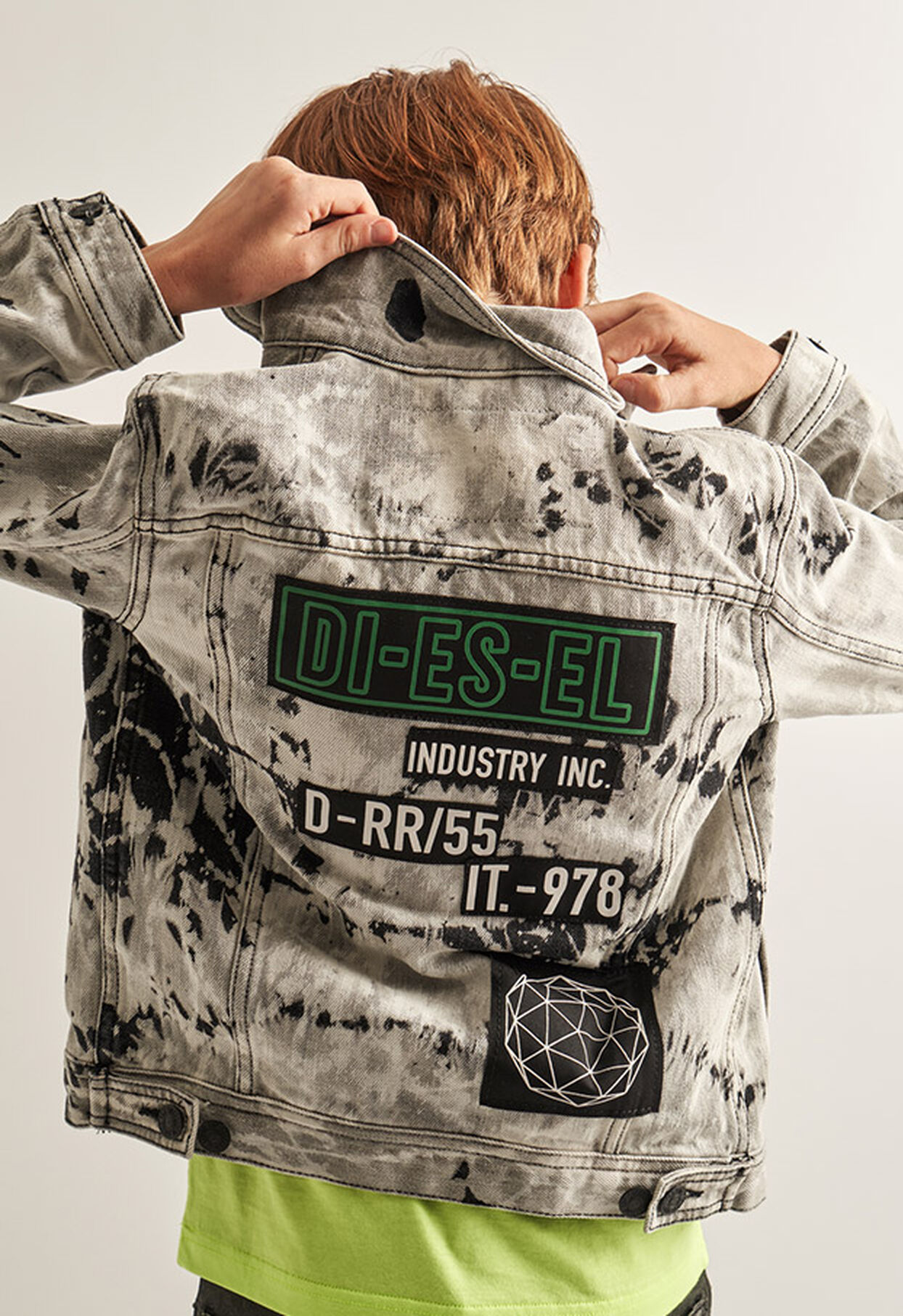 https://gr.diesel.com/dw/image/v2/BBLG_PRD/on/demandware.static/-/Library-Sites-DieselMFSharedLibrary/default/dw9fd09078/CATEGORYOV/2x2_90.jpg?sw=1244&sh=1814