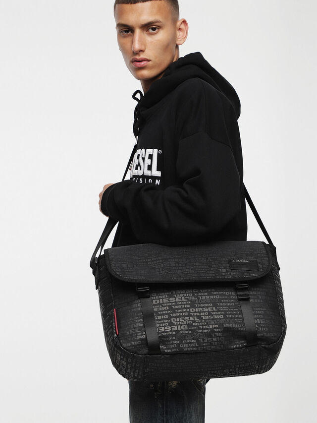 Diesel - F-DISCOVER MESSENGER, Black/Red - Crossbody Bags - Image 4